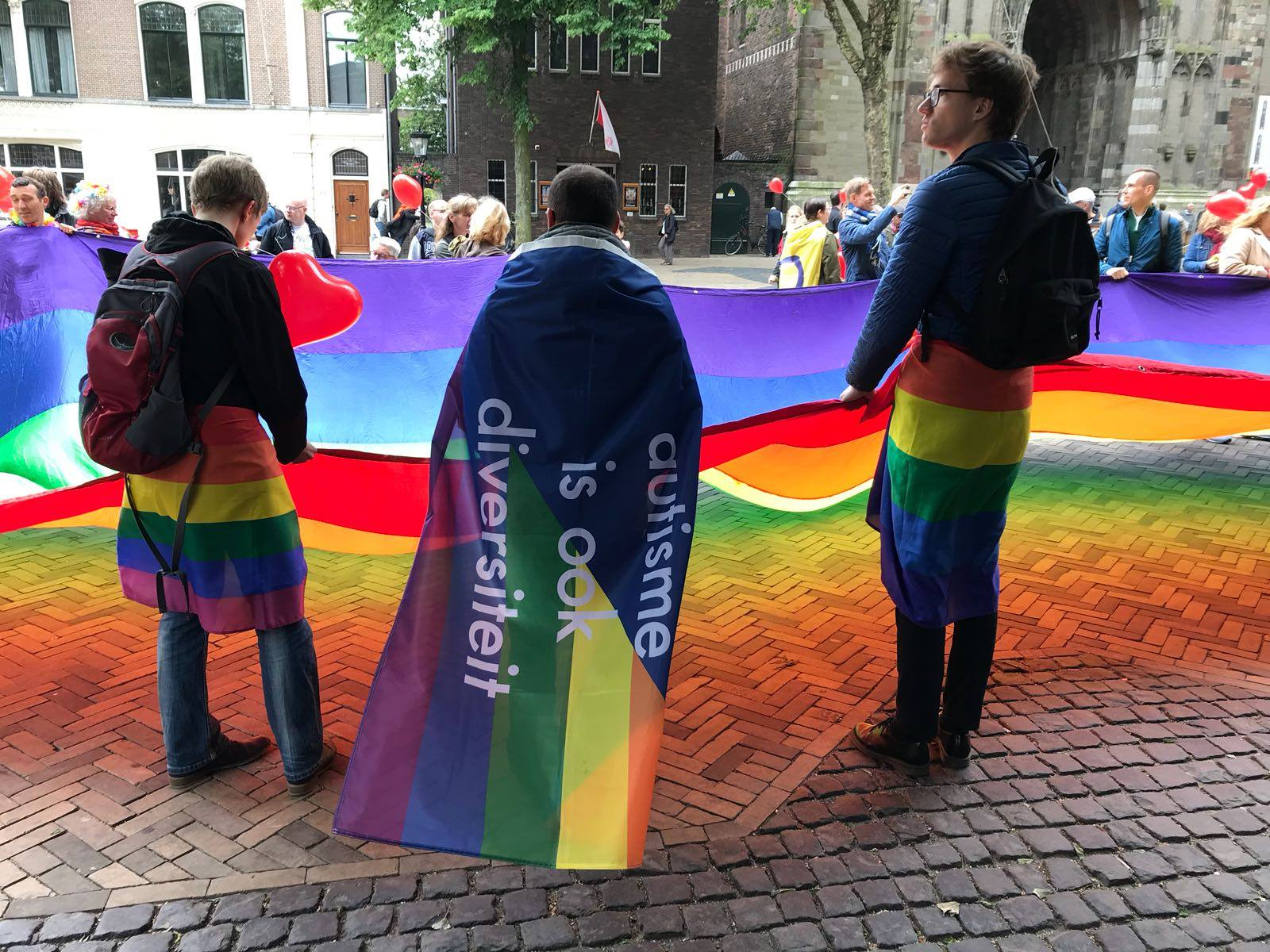 AutiRoze, autisme is ook diversiteit parade meeloopen